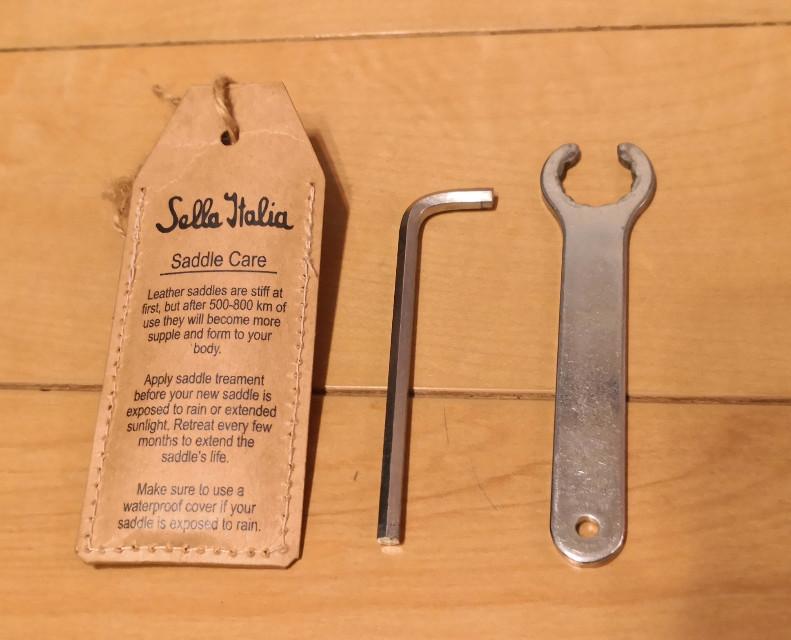 Sella Italia STORICA付属の工具。